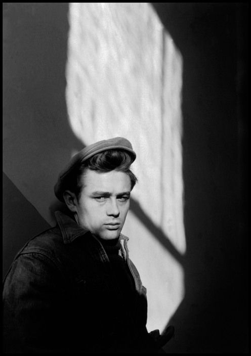 USA. Indiana. Fairmount. 1955. James Dean, US Actor returned to Fairmount where he spent his youth, and visited his old school,the Fairmount High School. (Dennis Stock)