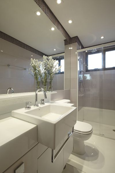 Banheiro feminino; detalhe rodateto em pastilhas  Banheiro  Pin -> Banheiro Feminino Moderno