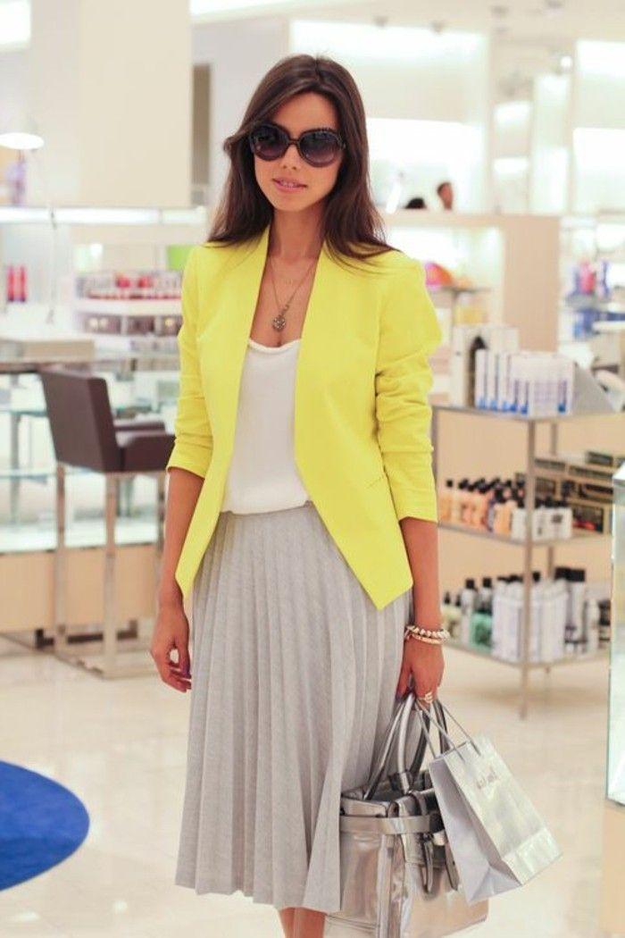 comment porter jupe noire mi longue   jupe-grise-plissée-beige-veste-jaune-top-blanc-vetements-lunettes ...
