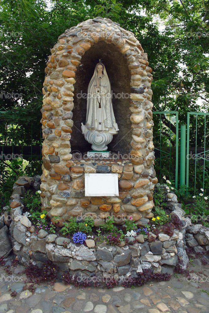 Baixar - Tomsk, uma gruta à Virgem Maria de Fátima — Imagem de Stock #31876847