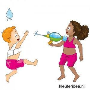 Waterspelletjes voor kleuters, juf Petra van kleuteridee, spel 6,wedstrijd met waterpistool en toiletpapier