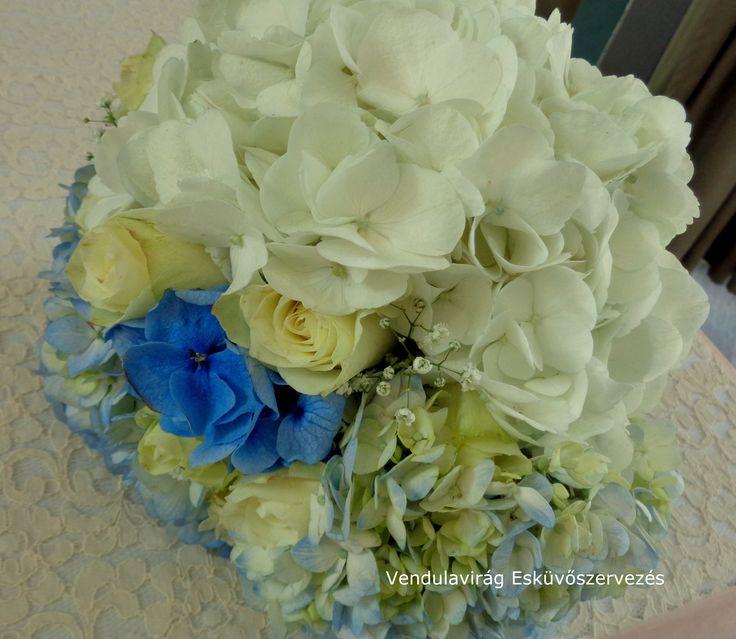 Menyasszonyi csokor  Bridal bouquet péntek 8.00 virágokkal Árkád parkoló,találkozó Zsigával 9-12.30 Rácz tanya dekoráció 13.00 Szabadság u református templom dekoráció