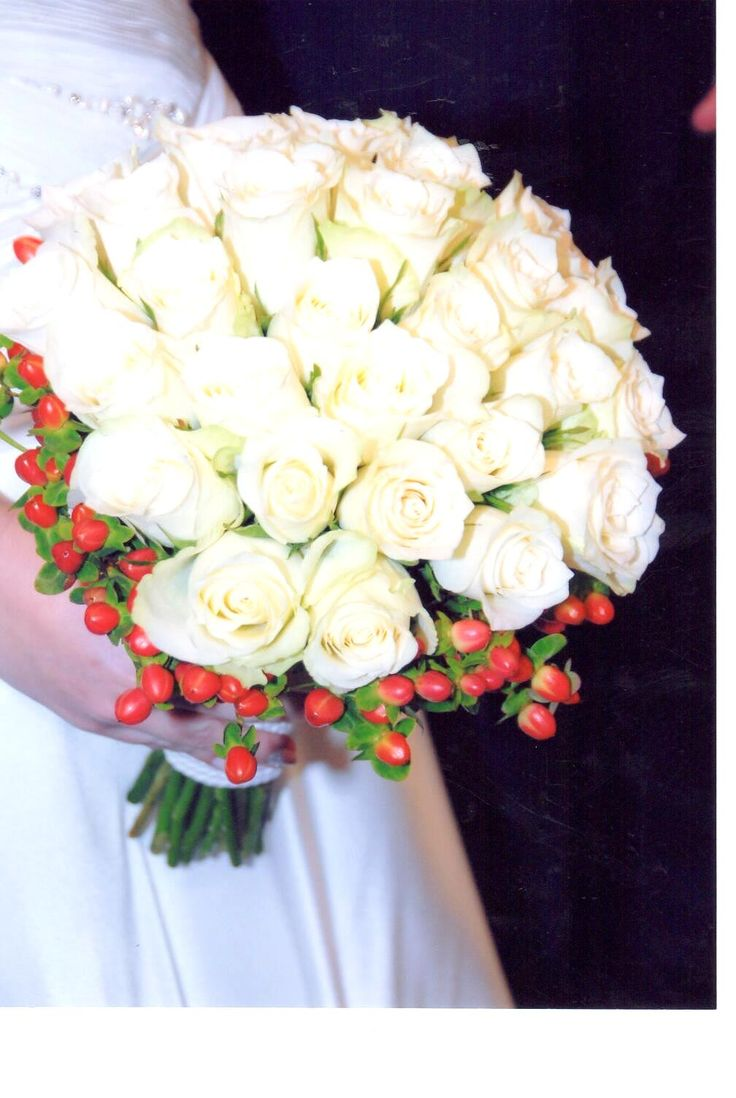 #white#roses#red#hypericum#bridal#bouquet