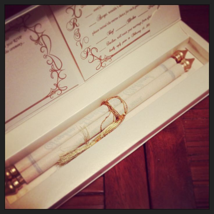 Scroll wedding invitation: perfect for a fairy tale or royal themed wedding. Romantic and luxurious!