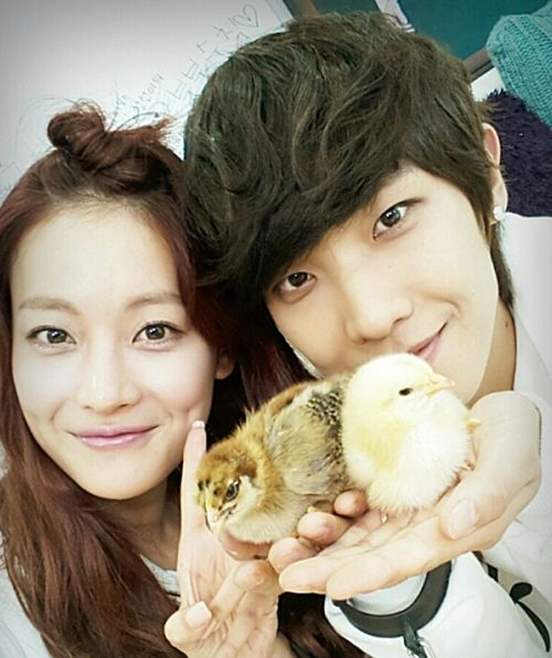 Oh Yeon Seo shares a couple shot taken with MBLAQ's Lee Joon