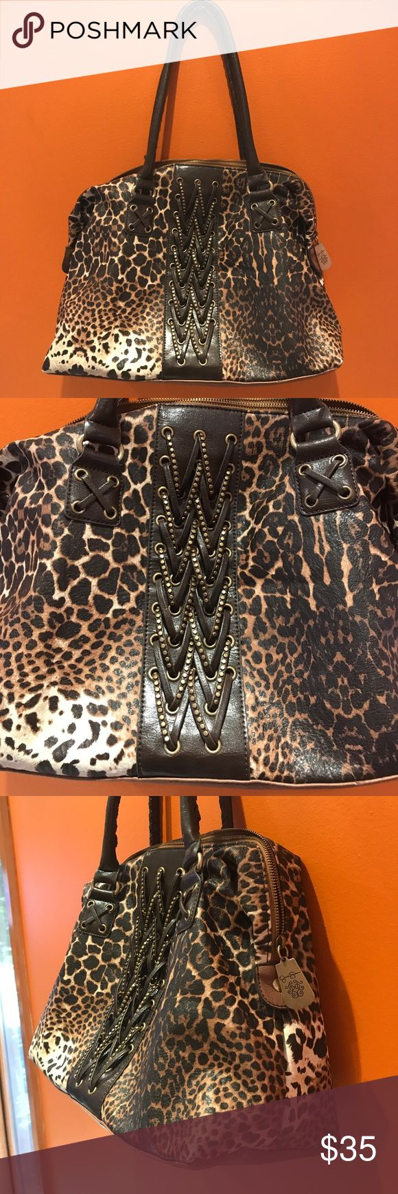 """JESSICA SIMPSON LARGE ANIMAL PRINT TOTE BAG JESSICA SIMPSON LARGE ANIMAL PRINT TOTE BAG. Handle drop 10"""". H 12"""" W15"""" D6"""". In great condition. Jessica Simpson Bags"""