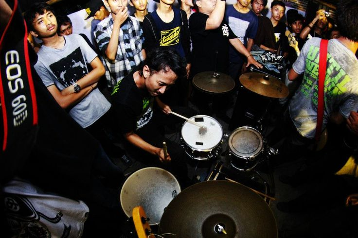 heston ristova // tova // straight answer live in sidoarjo 2013