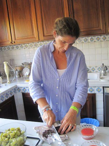 Recipe for Authentic Sicilian Cannoli.  Yum
