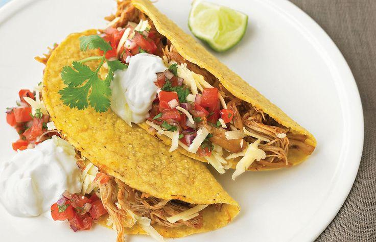 Heerlijke in 15 minuten te bereiden Mexicaanse Taco's met Kip! Lekker als hoofdgerecht geserveerd met guacamole, zure room en een frisse salade