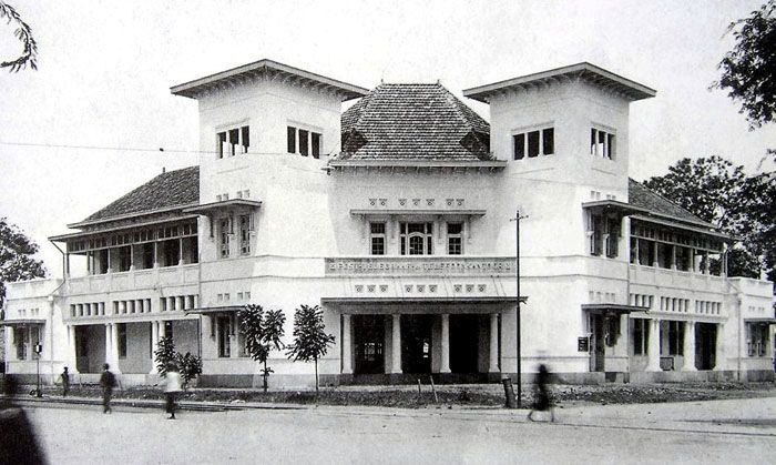 postkantoor-1930-kitlv.jpg (700×419)