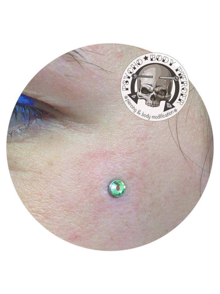 #Microdermal #eyes #greendiamon #face #piercing #alebhills#psychobodypiercer #bhillstattoocompany #bhillstattoo