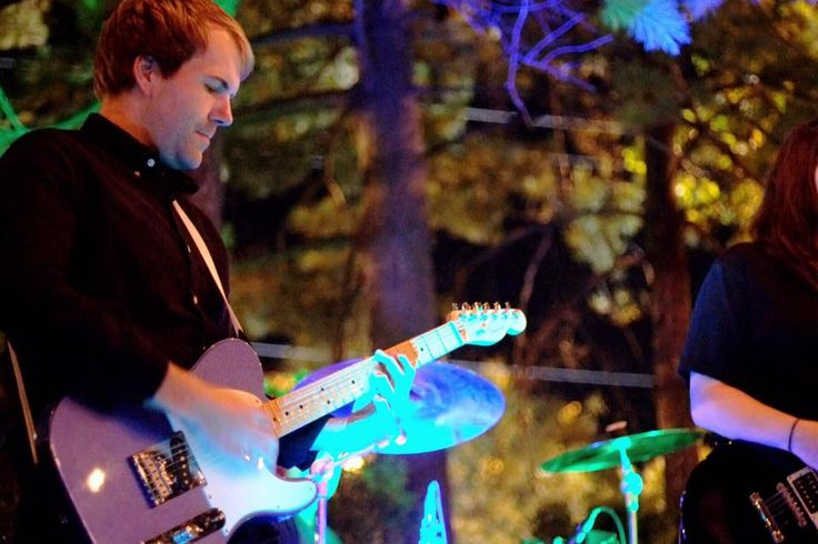 Californos offers a unique outdoor live music venue in the heart of Kansas City's entertainment district of Westport.