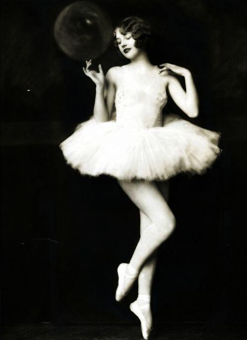 Helen Brown, from the 'Zeigfeld Follies'.~