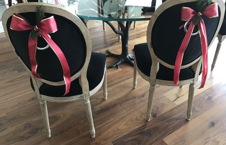 Decoración navideña en sillas #decoracion #navidad #sillas #christmas #decor