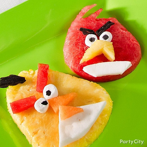 Fresh fruit & simple treats are the only ingredients needed for a delicious Angry Birds meal. Click for the recipe and how-to!