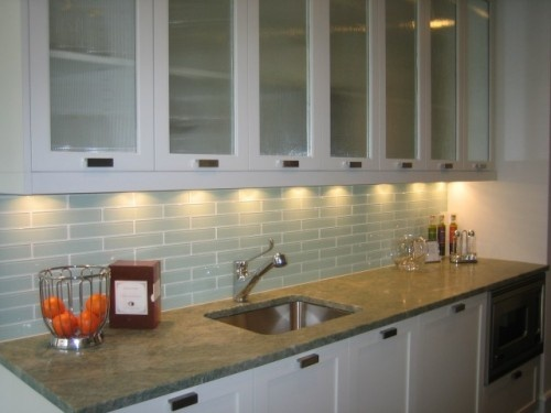 pretty: Backsplash Design, Contemporary Kitchens, Kitchen Backsplash, Subway Tile Backsplash, Backsplash Idea, Kitchen Ideas, Subway Tiles, Kitchen Remodel, Glass Tiles