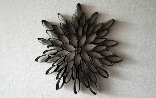 Homemaking DIY project. Do it yourself decoration, home, flower, paint, toilet paper roll reuse. Cute tutorial