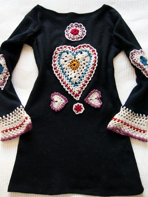 Very cool croched embellishment and extending of the sleeves and base of this jumper...must do this with a few tshirts or cardigans