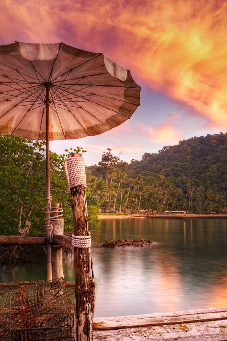 The Bailan Dock restaurant in Koh Chang. Definitely one of the most beautiful and photogenic corner of the island http://mel365.com/top-6-sites-to-take-a-sunset-picture-in-koh-chang-thailand/