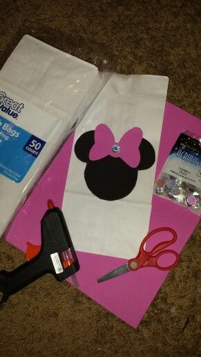 All accessories for Minnie Mouse candy bags