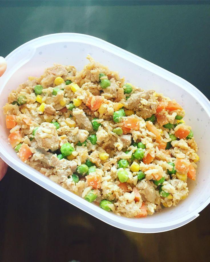 Opskrift Recept #macrofriendly #keepitsimple #mealprep #matlåda «stekt ris» 🍳 Stek strimlet svinekjøtt/kylling •kok ris • kok amerikansk grønnsaksblanding • ha ris og grønnsakene over i stekepannen • bland inn 1-2 egg (ev ekstra eggehvite) • smak til med soyasaus 🍽 MyRecipe MyFood lågkalori