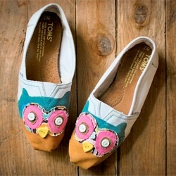 These are so cute. Just Toms, fabric paint, fabric glue and needle and thread.. for-deborah