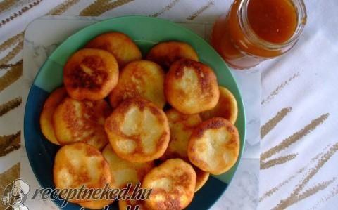 Krumplis pogácsa recept fotóval - Hozzávaló: Tetszés szerint Burgonya liszt olaj só