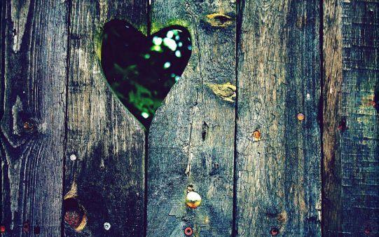 #love #heart in #wood #hd_wallpaper #beautiful_wallpaper. http://alliswall.com/love/love_heart_in_wood