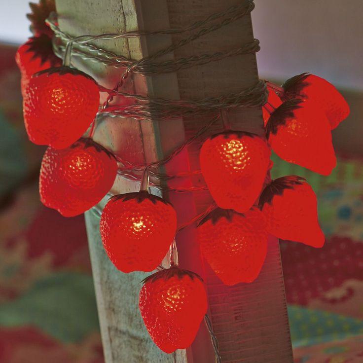 150 best strawberry bedroom images on pinterest for Guirlande exterieur