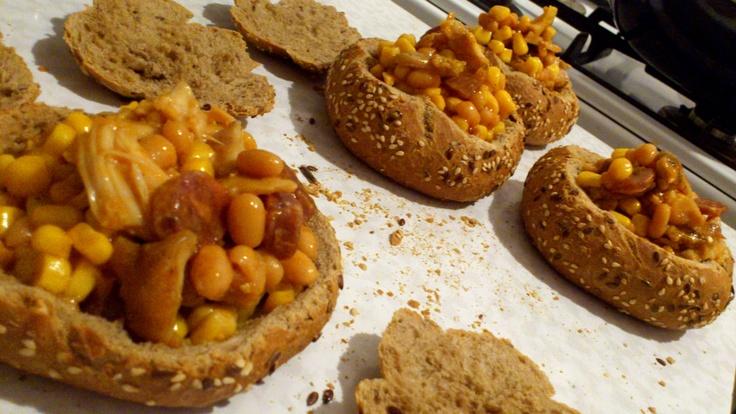 Kovbojské Šálky - kaiserky + kuracie + fazuľa + kukurica + klobaska + syr