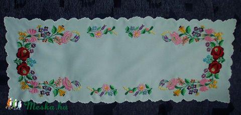 Kalocsai mintával hímzett asztal futó (Bodorka27) - Meska.hu
