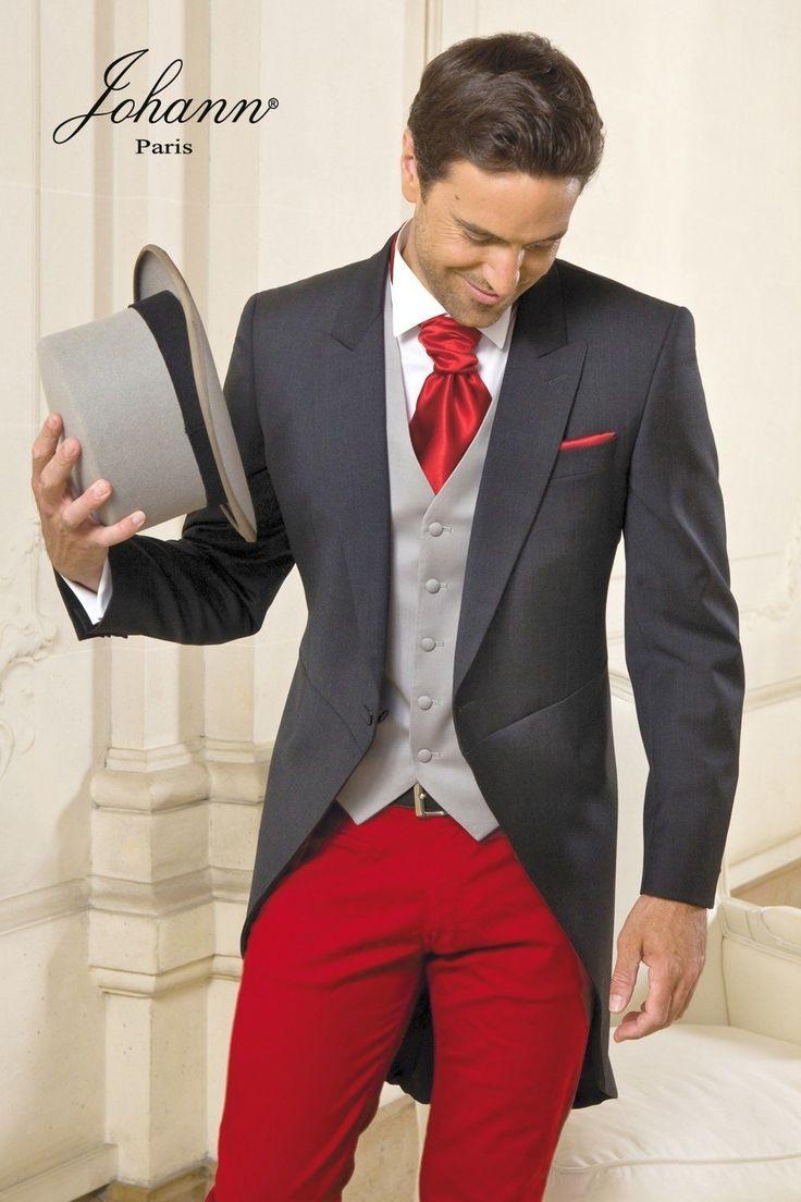 Jaquette de mariage en forme anglaise cintrée à l'achat ou à la location. Portée avec un pantalon sur mesure rouge (28 coloris) et accessoires coordonnés