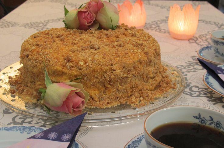 Krokankake er en mektig, kraftig og saftig kake. Det er en overdådig konfektkake som er dekorativ, samtidig smaker den helt fabelaktig.