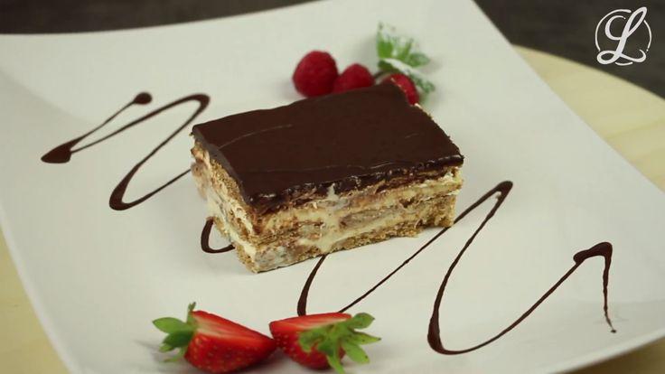 Eclair für Alle - mit unserem einfachen Eclairkuchen ganz ohne Backen. Er ist wunderbar lecker gefüllt mit Pudding und hat eine zarte Decke aus Schokolade. Für etwas Biss sorgen Kekse.  #rezept #rezepte #eclairkuchen #puddingkuchen #kekskuchen #kuchen #backen