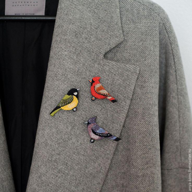 """Купить Брошь """"Красный Кардинал"""" - ярко-красный, красная брошь, брошь птица, брошь птичка"""