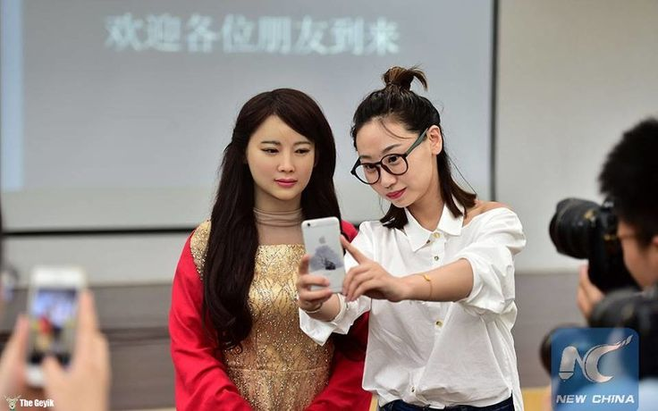 Geleceğin İnteraktif Robotu İle Tanışın: JiaJia