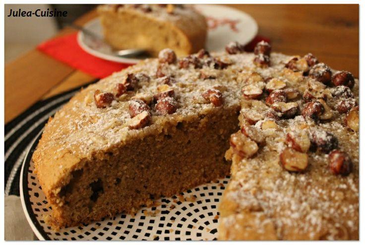 Gateau café noisette et noisettes caramélisées http://juleacuisine.blogspot.fr/2013/12/gateau-cafe-noisette-et-noisettes.html