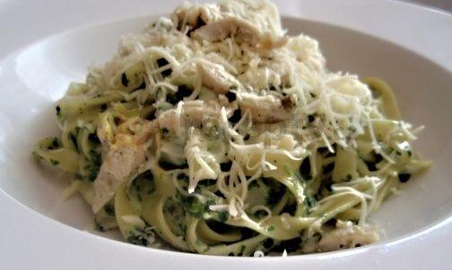 Smetanové těstoviny se špenátem a sýrem » Kojící maminky