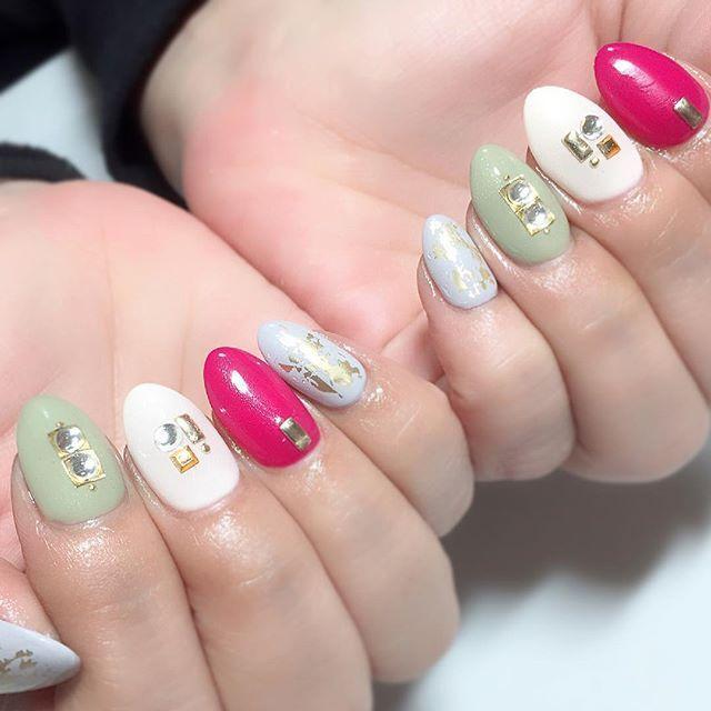 . . . 4色💅★* . 差し色ピンクが可愛い♡😍 . nail#nails#nailart#nailsdesign#gelnail#nailstagram#instanails#partynails#nailswag#selfnail#ladynail#winternails#冬ネイル#セルフネイル#ネイル#ネイルデザイン#ラメグラデーション#ジェルネイル#オフィスネイル#大人ネイル#大人可愛いネイル#美甲#指甲