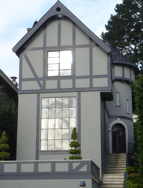 18 best tudor style homes images on pinterest timber for Tudor siding