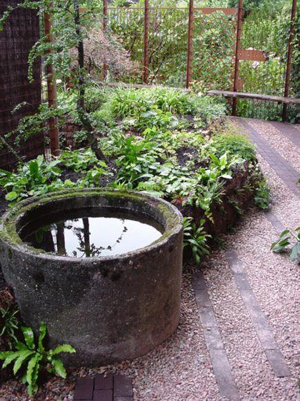 een hergebruikte rioolbuis is nu een mooi waterelement