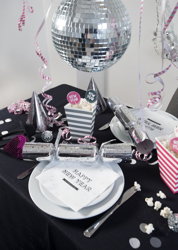 The New Year's party arrangements will soon need her full attention, so Anna has started contemplating possible table decorations. She suggests that you make little table favours filled with treats and high spirits.