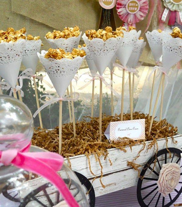 conos de blondas para mesa dulce