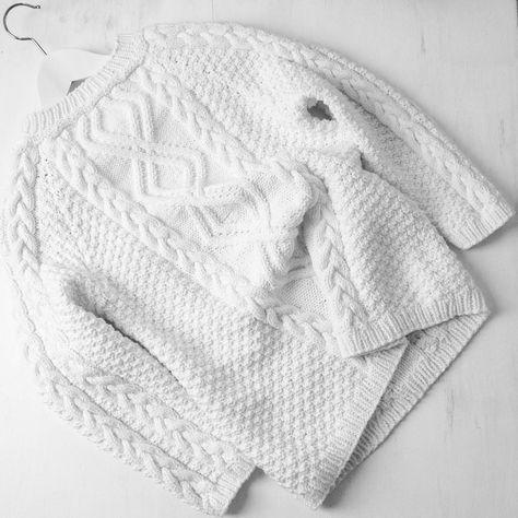 Белый свитер спицами Шахматный узор по бокам свитера Основной узор свитера Узор для руковов Уважаемые читатели мы бу...