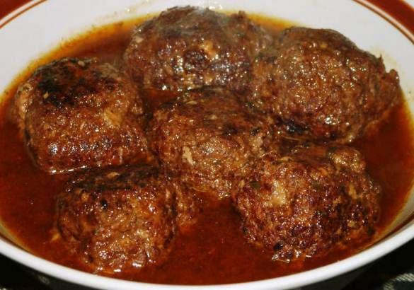 Gehaktballen kan je op vele verschillende manieren maken. Wij zijn gewend om gehaktballen te eten met een heerlijke stampot, maar gehaktballen kan je ook goed combineren met rijst en een Surinaamse groente. De manier waarop de gehaktballen wordt gemaakt...