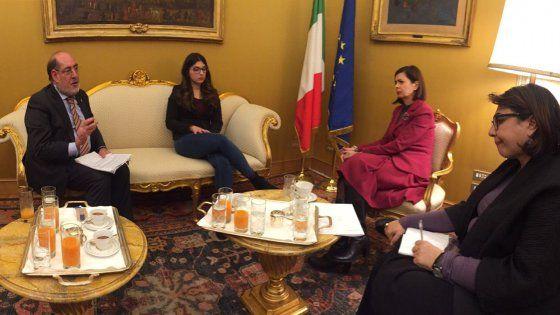 «Cercherò di accelerare le procedure con i parlamentari per esaminare la tua proposta di legge», ha promesso Laura Boldrini alla ragazza