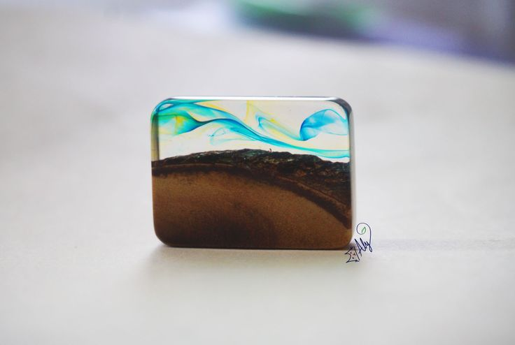 PENDANT -- Epoxy Resin: flower, wood, color... made by Aly Flowers Shop: www.facebook.com/hoa.aly