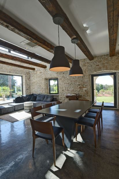 A Modern Reconstruction Of An Old Stone House - Picture gallery