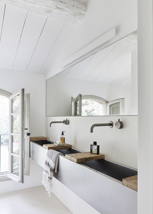 Black and white bathroom, large mirror, beams
