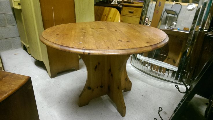 handmade round Coffee table 27 inches height  45 euros